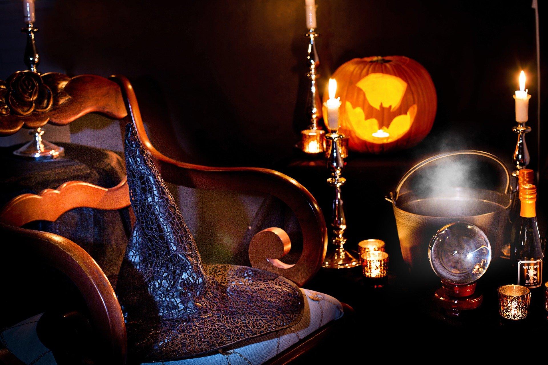halloween-3737488_1920